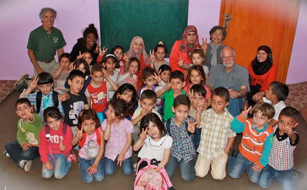 Al Aqaba kindergarten class with Barefoot Artists volunteers.